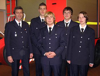 Bereichsausbilder Bert Schulz (links) mit den vier Anwärtern Florian, Clemens, Thilo und Deike.