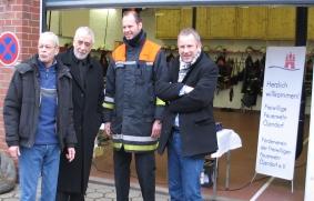 Jens Schmaddebeck, Bernd P. Holst, Jan Wiedenmann und Johannes Kahrs führten interessante Gespräche.